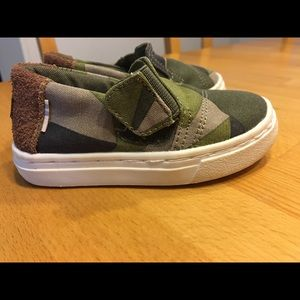 Tom's toddler shoes, size 5